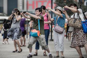 Lợi và lo khi du khách Trung Quốc tràn ngập các nước châu Á