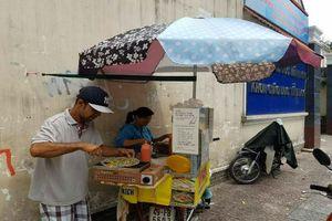 Sài Gòn vô cùng dễ thương với chiếc xe bánh tráng của đôi vợ chồng câm điếc