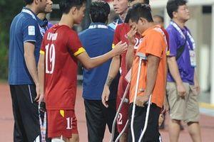 Trước khi 'đốn' gãy chân Văn Hào và Osmar, Tấn Tài cũng từng chấn thương gãy chân