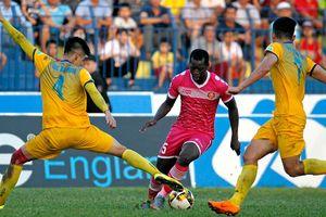 Nam Định có chiến thắng đầu tiên ở V-League 2018