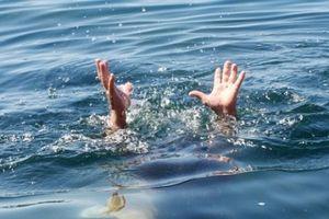 Cha dạy con bơi rồi cả 2 chết đuối, nhà nghèo không đủ tiền mua quan tài