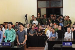 Hoãn phiên tòa vụ tai biến chạy thận làm 8 người tử vong ở Hòa Bình