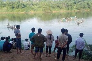 Quảng Bình: Nghi do áp lực thi cử, nữ sinh lớp 8 nhảy sông tự tử