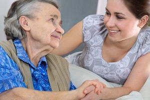 Chuyện không vui ở Trung tâm Tư vấn và chăm sóc người cao tuổi