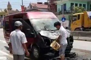 2 vợ chồng chết thảm khi ôtô khách và xe máy cùng bốc cháy sau va chạm