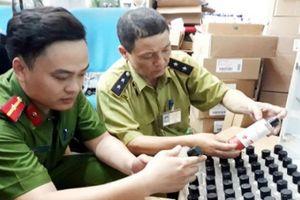 Hà Nội: Thu giữ 1 tấn sản phẩm thực phẩm chức năng hết hạn sử dụng