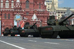 Siêu tăng T-14 Armata rầm rập lăn bánh trên Quảng trường Đỏ dịp 9-5