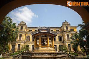 Soi cung điện cực tráng lệ của vua Khải Định ở Huế