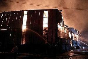 Cháy lớn tại khu công nghiệp Vĩnh Lộc, TP HCM