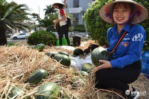 Hà Nội tiếp tục 'giải cứu' hơn 10 tấn dưa hấu cho bà con nông dân Quảng Ngãi