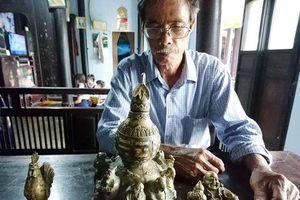 Huế: Đào nền nhà rường cổ, lão nông tìm thấy 3 hiện vật quý hiếm