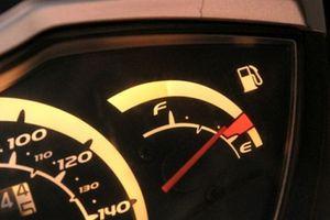 Lái xe ô tô khi bình xăng cạn kiệt – nguy hiểm rình rập