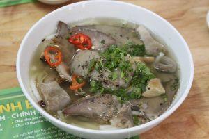 Bánh canh Bến Có hút khách Sài Gòn