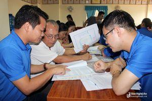 Đoàn thanh niên UBND TP. Vinh giúp hộ dân chung cư làm 'sổ đỏ'