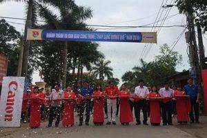 Canon bàn giao công trình 'Thắp sáng đường quê' tại Bắc Giang và Bắc Ninh
