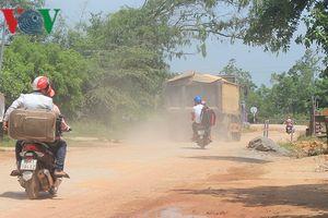 Thi công tỉnh lộ 2 gây ô nhiễm khiến người dân khổ sở