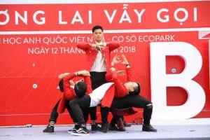 Trọng Hiếu 'cháy' hết mình cùng hàng nghìn bạn trẻ trong ngày hội ĐH Anh Quốc Việt Nam