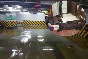Dân chung cư hạng sang lo nơm nớp sau trận mưa trút nước