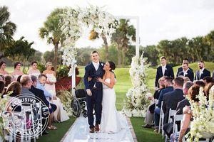 Đám cưới như mơ của chàng trai bị liệt với cô dâu xinh đẹp
