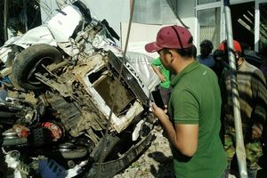 Xe tải 'điên' gây tai nạn liên hoàn, hàng loạt người chết tại chỗ