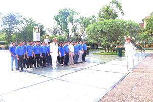 Thanh niên Tổng cục Tiêu chuẩn Đo lường Chất lượng viếng Chủ tịch Hồ Chí Minh