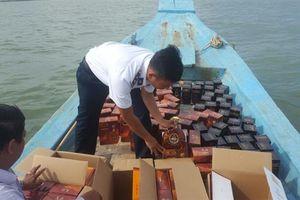 Cảnh sát biển: Bắt giữ tàu cá vận chuyển rượu trái phép