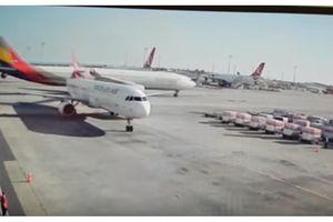 Xem máy bay Hàn Quốc 'cắt đuôi' phi cơ Thổ Nhĩ Kỳ ngay tại sân bay