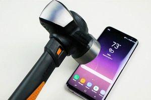 Thử độ bền của Galaxy S9 Plus với dao và búa