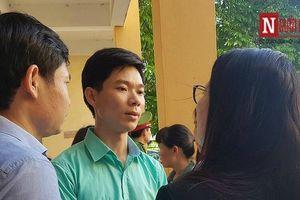Vụ xét xử bác sĩ Hoàng Công Lương: Chủ tọa ngắt lời Thẩm phán vì...hỏi lòng vòng