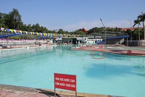 Rò rỉ điện ở hồ bơi, một phụ nữ suýt chết
