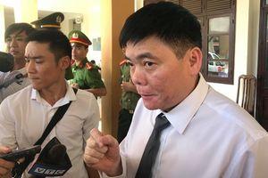 Vụ xử bác sĩ Hoàng Công Lương: Luật sư Trần Vũ Hải liên tiếp bị mời ra khỏi phòng xử án