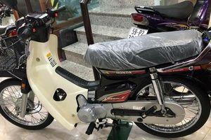 'Siêu xe' Honda Dream ngang giá ô tô, 'ướp' trong tủ kính tại Việt Nam
