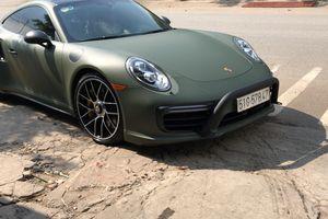 Bắt gặp Porsche 911 Turbo S trong lớp decal màu xanh mờ lạ mắt