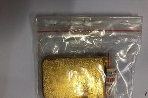 Vị khách Hàn Quốc giấu thỏi vàng 'khủng' qua cửa khẩu Tân Sơn Nhất