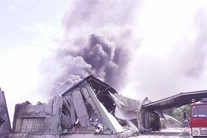 Kho hàng nệm mút cháy dữ dội, thiệt hại ước tính gần 100 tỉ đồng