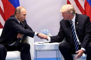 Mặc cố vấn an ninh ngăn cản, Trump vẫn chúc mừng Putin