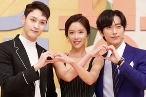 'Mẹ một con' Hwang Jung Eum khoe dáng chuẩn cạnh Nam Goong Min và Choi Tae Joon