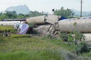 Tàu chở 400 hành khách bị lật ở Thanh Hóa, 2 người đã tử vong