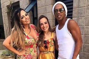 Ronaldinho gây sốc, cưới hai vợ cùng lúc