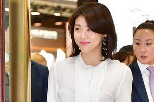 Ha Ji Won tươi trẻ ở tuổi 40, không ngại tiếng ế chồng