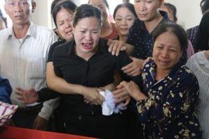 Đẫm lệ đưa tiễn người lái tàu trong vụ tai nạn ở Thanh Hóa