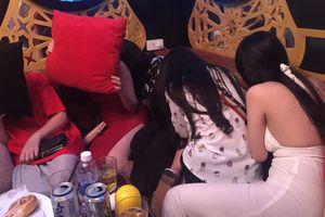 Đột kích nhà hàng, khách sạn ở trung tâm TPHCM, gần 100 nữ tiếp viên ăn mặc hở hang