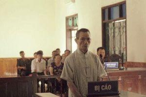 Nhân viên bảo vệ trường học 73 tuổi hiếp dâm học sinh 8 tuổi