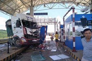 Lâm Đồng: Xe container bất ngờ đâm thẳng vào Trạm thu phí Liên Đầm