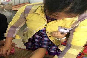 Nữ sinh bị kẻ lạ mặt vỗ vai nhập viện: Đòi theo