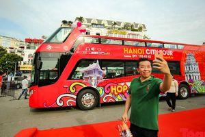 Du lịch quanh những điểm 'hot' của Hà Nội bằng xe buýt 2 tầng giá từ 300 - 650 ngàn đồng