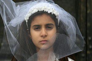 Câu chuyện đầy nghị lực của cô gái kết hôn năm 10 tuổi, 11 tuổi trở thành góa phụ khi vừa mới sinh con