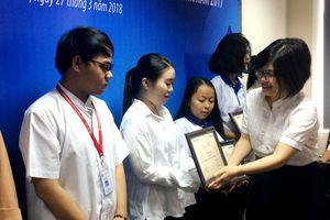 Trao học bổng 'Nguyễn Thái Bình - Vườn ươm nhân tài LienVietPostBank'