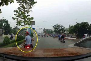 Clip: 'Nóng mắt' trước cảnh nam thanh niên điều khiển xe máy khiêu khích tài xế ôtô