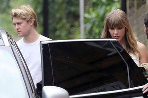 Taylor Swift lộ ảnh hẹn hò bên tình trẻ điển trai